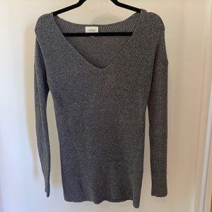 Aritzia Wilfred gray long sleeve sweater